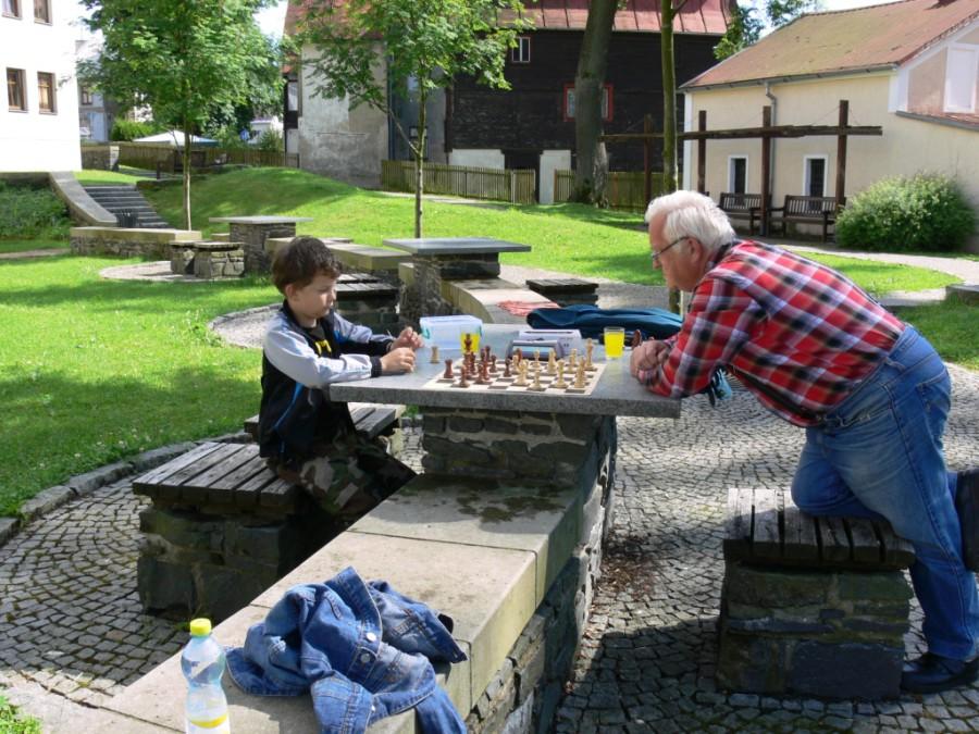šachy v parku1
